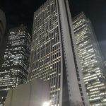 新宿高層ビルのスケッチ。ビルの窓は線で、何をメインに描くかがポイントか。